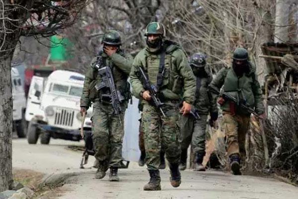 सुरक्षाबलों ने अनंतनाग जिले के वाघमा इलाके में दो आतंकियों को किया ढेर