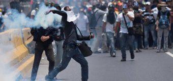 वेनेजुएला में दंगे भड़के, 1 की मौत, 69 घायल