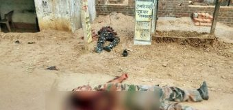 नक्सली हमले में 5 जवान शहीद, हथियार भी लूटे