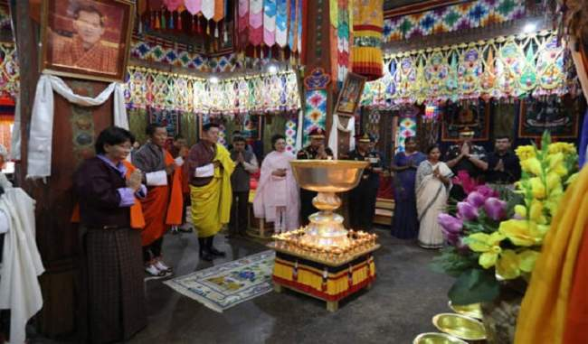 भूटान के राजा ने सुषमा स्वराज की याद में जलाए 1000 दीपक