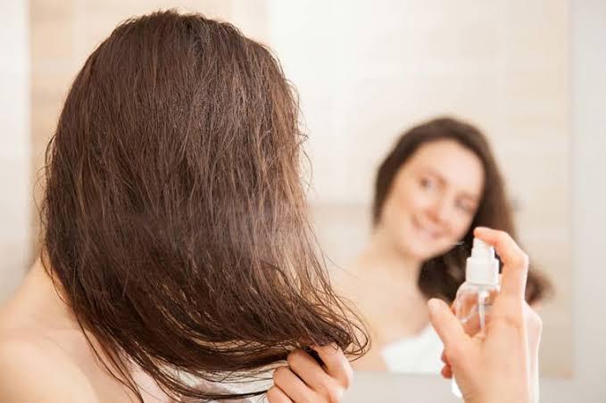 आपके बालों को नुकसान भी पहुंचा सकता है ड्राई शैम्पू