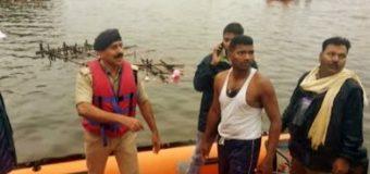 गणपति विसर्जन के दौरान पलटी नाव, 11 लोगों की मौत, तीन लापता