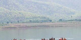 नदी में डूबी पर्यटकों की नाव, हादसे में 11 लोगों की मौत