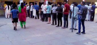 पंचायत चुनाव: शुरू हुआ पहले चरण का मतदान, पोलिंग बूथों पर लगी लम्बी कतारें