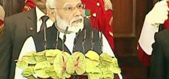 मोदी ने कहा- संविधान हमारा पवित्र ग्रंथ, 26/11 आतंकी हमले में मारे गए लोगों को दी श्रद्धांजलि