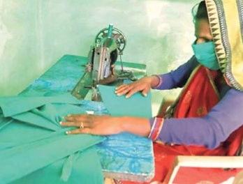 कोरोनावायरस से बचाव को ग्रामीण महिलाएं बना रहीं मास्क, जानिए कितनी है कीमत