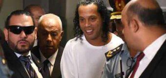 पूर्व फुटबॉलर रोनाल्डिन्हो फर्जी पासपोर्ट रखने के आरोप में गिरफ्तार