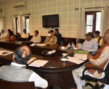 पीएम के साथ वीडियो कांफ्रेंसिग के बाद मुख्यमंत्री ने अधिकारियों संग बैठक कर दिये ये निर्देश