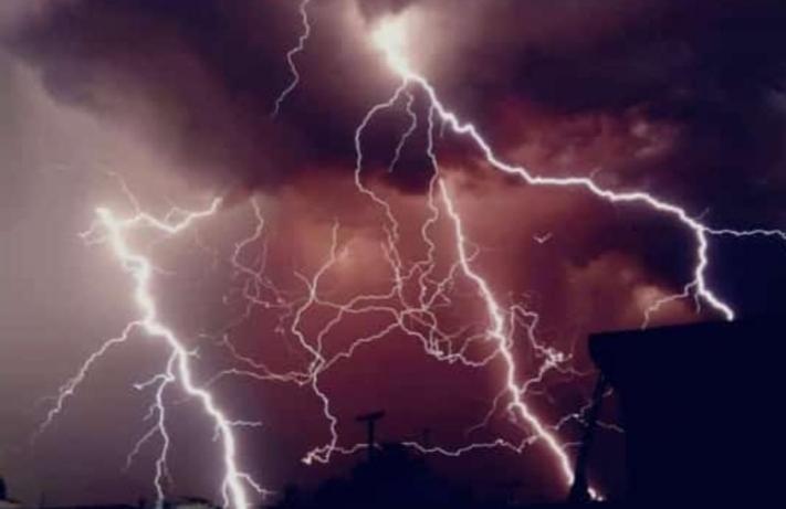 बिहार के 23 जिलों में गिरी आकाशीय बिजली, 83 लोगों की गईं जान
