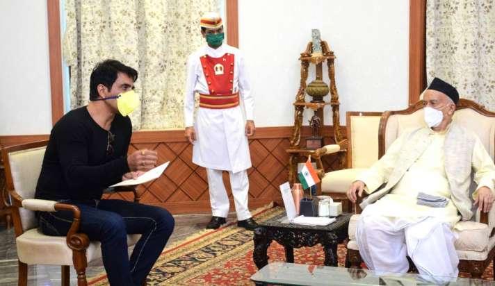 कोश्यारी ने की अभिनेता सोनू सूद के सामाजिक कार्यों की तारीफ