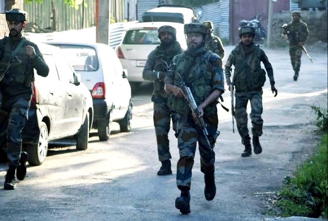 कश्मीर में इन दो आदेशों से हलचल हुई तेज़, जानिए पूरा मामला