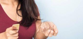 ये आसान उपाय आजमाकर झड़ते बालों की समस्या से मिलेगी राहत