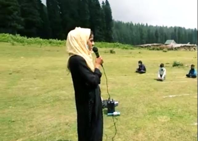 कश्मीर में मोबाइल के बगैर इस तरह दी जा रही है बच्चों को शिक्षा