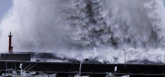 दक्षिण जापान में चक्रवाती तूफान 'हाइशेन' ने मचाया कोहराम, किया ये हाल