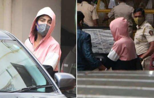 बांद्रा पुलिस स्टेशन पहुंची रिया, सुशांत की बहन के खिलाफ दर्ज कराई शिकायत