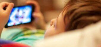 ज्यादा टीवी, मोबाइल देखने से बच्चों की आंखों में हो रही ये समस्या, ऐसे करें देखभाल