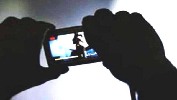 पति लूटता रहा पड़ोसन की आबरू, पत्नी बनाती रही वीडियो