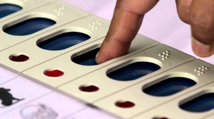 कई बूथों पर ईवीएम और वीवीपैट ने दिया धोखा, मतदान हुआ बाधित