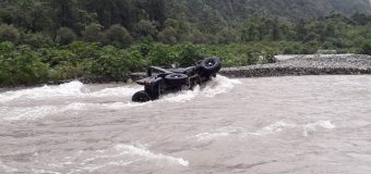नदी के तेज बहाव में बही जीप, एक महिला की मौत