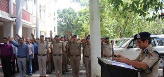दून के कप्तान ने पुलिस कर्मियों को दिलाई ईमानदारी और कर्तव्यनिष्ठा की शपथ