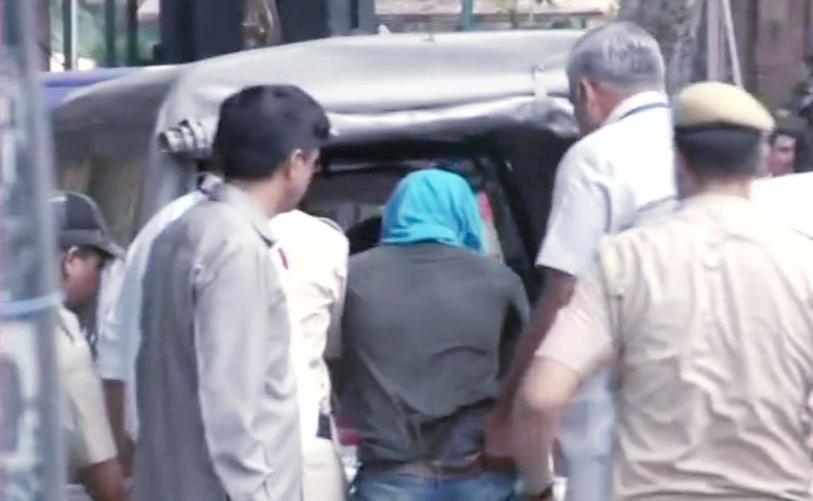 संसद भवन की सुरक्षा में सेंध, चाकू लेकर प्रवेश करते हुए धरा गया युवक