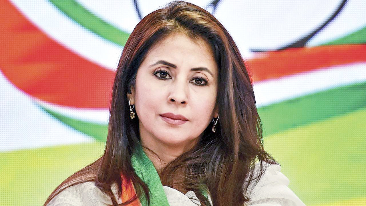 बॉलीवुड से राजनीति में आयीं उर्मिला मातोंडकर ने दिया कांग्रेस से इस्तीफा