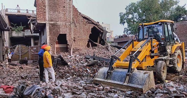 पटाखा फैक्ट्री में धमाका, 16 लोगों की मौत